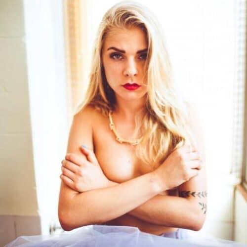 Sprängkåt blondin vill ha hård kuk