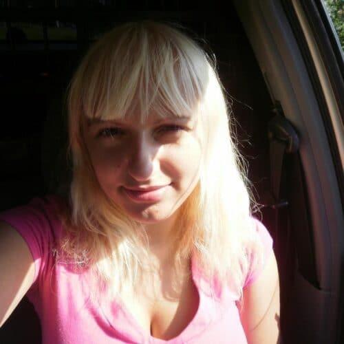 ha en trekant med 2 blondiner