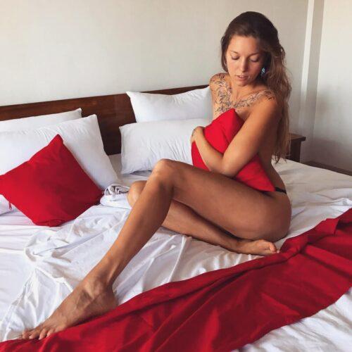Ung tjej som utför erotisk massage i Skåne