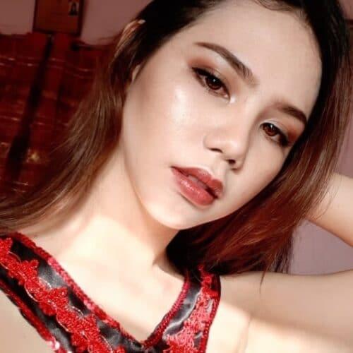 Asiatisk ung tjej söker äldre man att ha som knullkompis